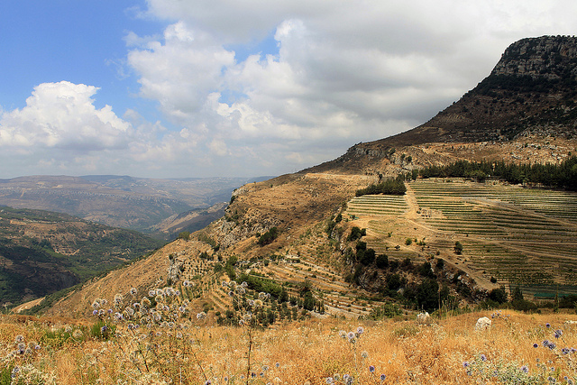 Arid hill plains of Lebanon, August 2013 - Source: rabiem22 flickr CC BY 2.0
